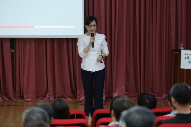 4차 산업혁명에서 수학의 역할에 대해 강연하는 양현미 서울대학교 수리과학부 교수. - 대한수학회 제공